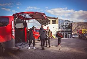 Fahrdienst für talentierte Jugendliche (Foto: SC Freiburg).