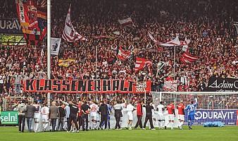 2010: Gekommen um zu bleiben. Der SCF ist zurück in der Bundesliga und feiert den Klassenerhalt. (Foto: Michael Heuberger)