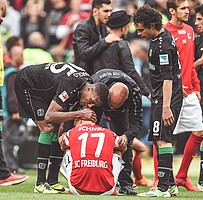 2015: Am Boden. Die Niederlage am letzten Spieltag in Hannover besiegelt den bitteren Abstieg. (Foto: Carmen Jaspersen)