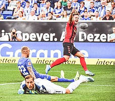 Neuer Monat, neuer Jubel: Im September entscheiden die Freiburger um Torschütze Christian Günter den badischen Vergleich bei der TSG Hoffenheim um den Ex-SC-Torhüter Oliver Baumann für sich. (Foto: Achim Keller)